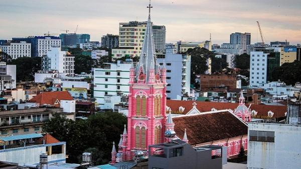 Nhà thờ màu hồng cổ kính giữa Sài Gòn, điểm 'check in' yêu thích của giới trẻ