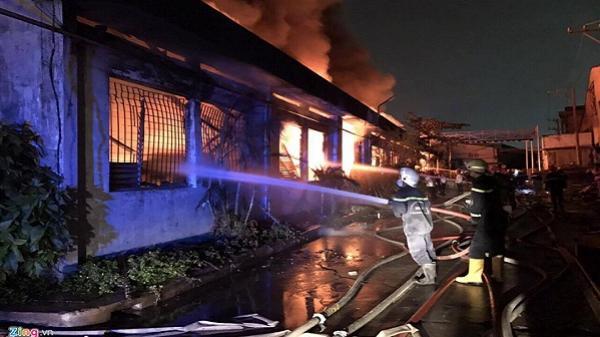 Đang cháy lớn tại Khu công nghiệp Tân Bình