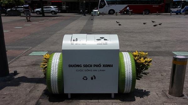 TP. HCM đặt thùng rác thông minh trên phố Nguyễn Huệ