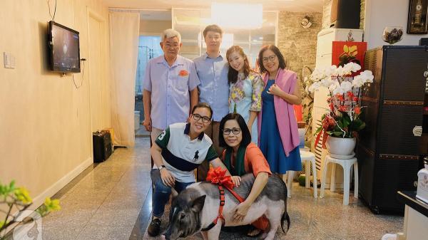 Gia đình ở Sài Gòn nuôi chú heo nặng gần 60kg, thực đơn riêng gây choáng