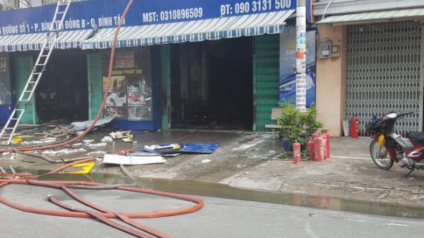 Người phụ nữ bồng bé trai 10 tuổi thoát khỏi công ty bốc cháy ngùn ngụt ở Sài Gòn