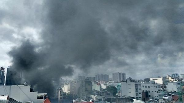Cháy dữ dội, sập nhà trên đường Cộng Hòa