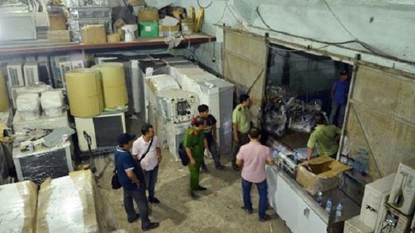 Bộ Công an đột kích kho hàng lậu ở Sài Gòn