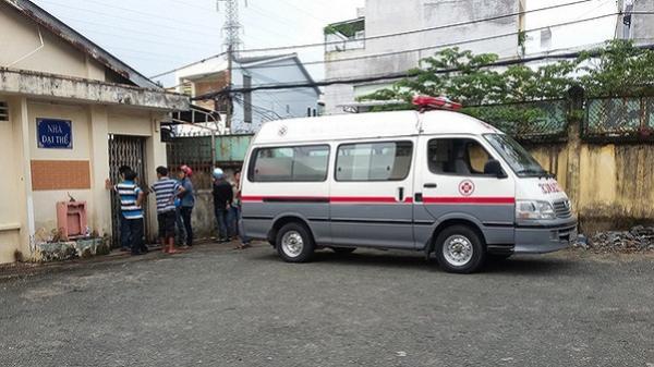 Nghi bé bị sặc khi ăn cháo bảo mẫu lấy tay ấn vào bụng để sơ cứu, bé gái 9 tháng tuổi tử vong