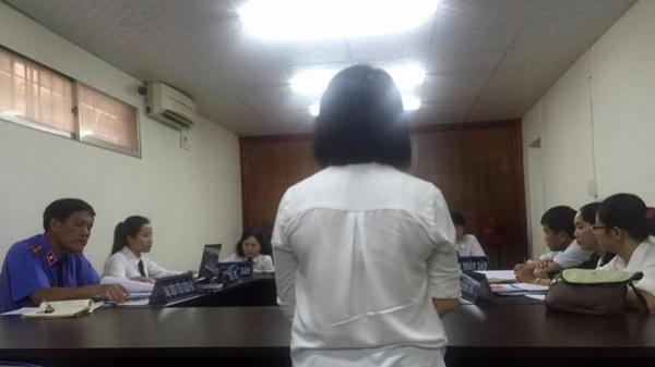 Đang xử vụ án mẹ làm con gái hai tuổi tử vong