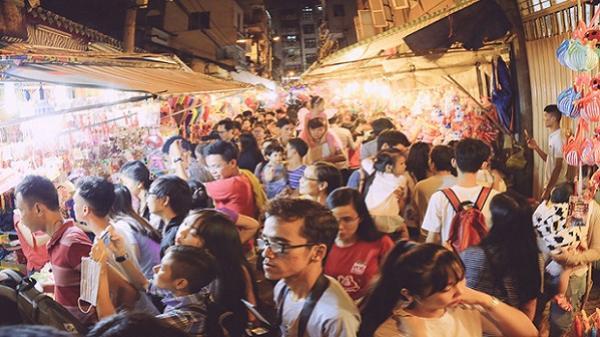 """Phố lồng đèn ở Sài Gòn bắt đầu nhộn nhịp, nhiều điểm giữ xe tự phát """"chặt chém"""" giá 40.000 đồng/lượt"""