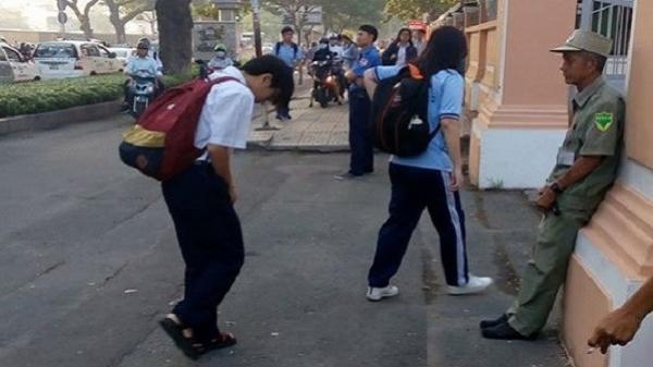 Học trò trường Lê Hồng Phong mỗi sáng đều cúi chào bác bảo vệ