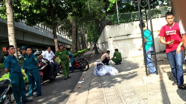 Một người bị đâm chết trên vỉa hè Sài Gòn