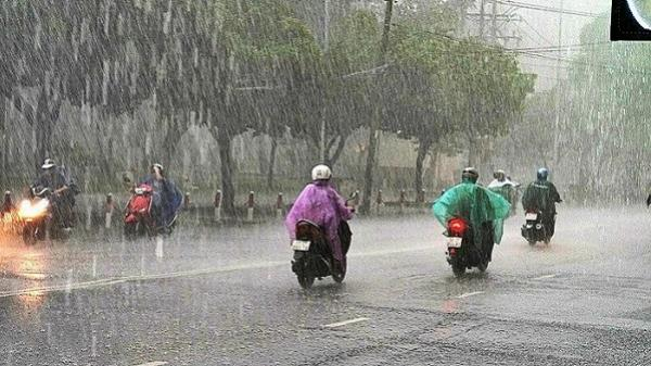 Cuối tuần Sài Gòn có dông, đi đâu nhớ đem theo áo mưa