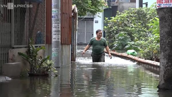 Hẻm Sài Gòn 3 ngày nước cuồn cuộn như vùng lũ