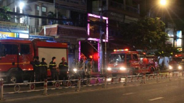 Căn nhà trên phố nhậu TP.HCM phát hỏa, dân hốt hoảng tháo chạy