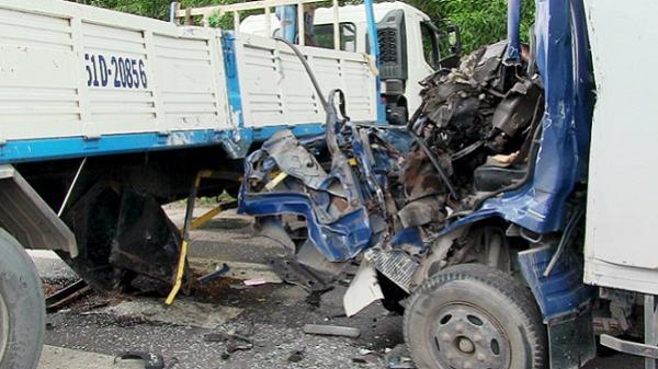 Cứu tài xế người Hòa Bình mắc kẹt trong cabin biến dạng sau tai nạn ở Sài Gòn