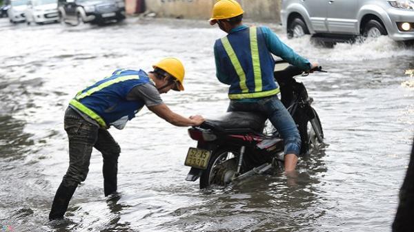 Siêu máy bơm 'tê liệt', đường Nguyễn Hữu Cảnh ngập