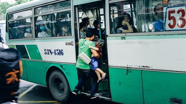 Đây là cảnh tượng trên đường phố khiến bạn nhận ra: Sài Gòn thật khác, khi đã 5 giờ chiều!