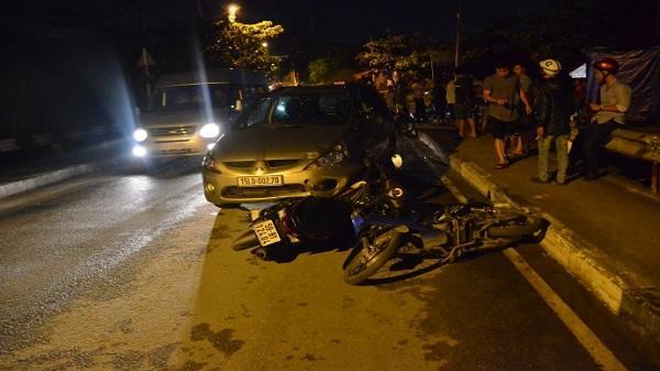 TP. HCM: Ô tô 'điên' tông nhiều xe máy trong đêm, 2 người trọng thương
