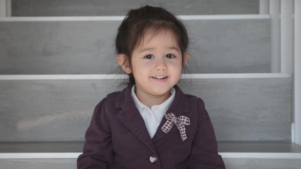 """""""Lịm tim"""" với bản cover """"Em Gái Mưa"""" của bé gái 4 tuổi đến từ thành phố Hồ Chí Minh"""