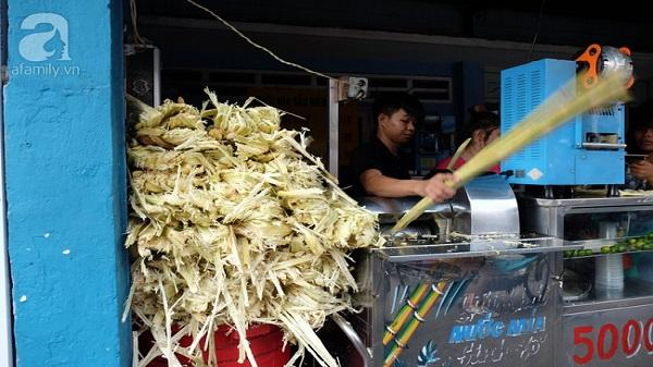 Nắng nóng, quán nước mía Sài Gòn mỗi ngày bán được 3 tấn, chỉ 5 ngàn đồng/ly vẫn thoải mái nuôi cả gia đình