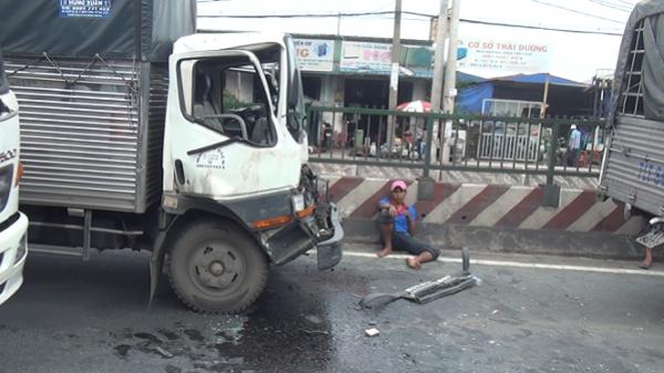 Phá cửa cabin cứu tài xế và phụ xe sau tai nạn liên hoàn ở Sài Gòn