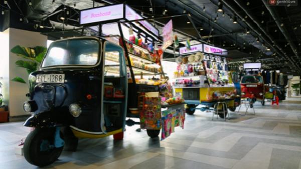 """""""Hồi sinh"""" Thuận Kiều Plaza, hàng chục chiếc xe lam cũ được tái chế đáng yêu để trở thành gian hàng buôn bán"""