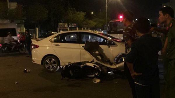 Sài Gòn: Va chạm giao thông, nữ tài xế gọi người tới đập phá xe ôtô