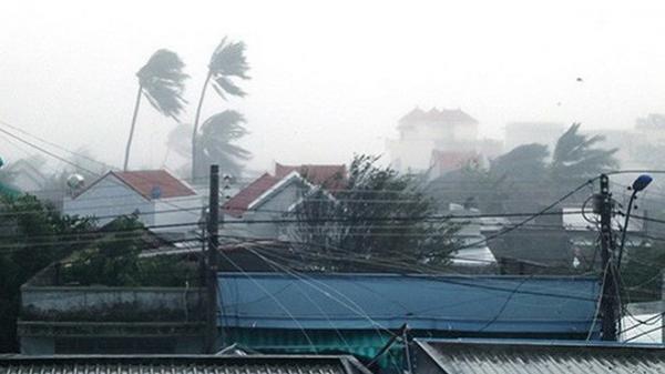 Bão số 12 đã đổ bộ vào đất liền: Hàng nghìn nhà dân bị sập tường, bay mái