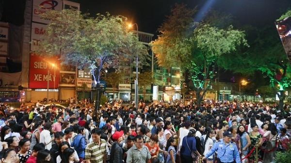 Thuận Kiều Plaza chính thức đổi tên thành The Garden Mall, hàng nghìn người Sài Gòn chen nhau vào khám phá trong ngày khai trương