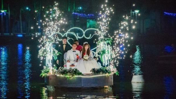Rước dâu bằng thuyền hoa duy nhất giữa Sài Gòn