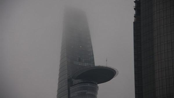 Sài Gòn chìm trong sương mù,  tiết trời se lạnh chẳng khác nào Đà Lạt