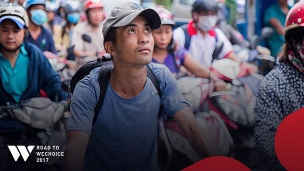 """Chàng shipper xe đạp bị khuyết tật giọng nói vẫn chăm đọc sách, học tiếng Anh và làm từ thiện: """"Nếu không cố gắng, mình sẽ bị lùi lại phía sau"""""""