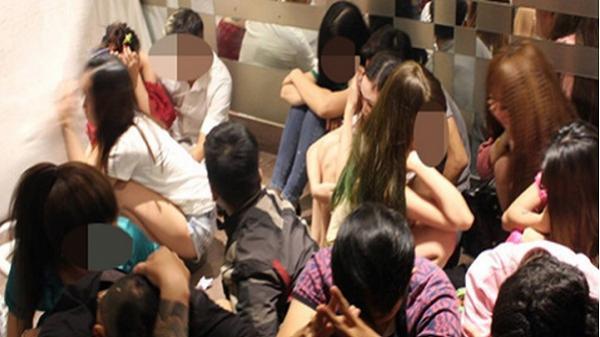 Hàng chục nam nữ 'phê' ma túy trong quán karaoke ở Sài Gòn