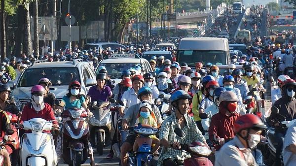 Giao thông tê liệt ngày nhánh cầu 'giải cứu' kẹt Tân Sơn Nhất thông xe