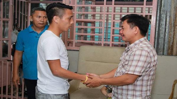 Cầu thủ Việt góp 56 triệu đồng cho người bố thi 'Hát mãi ước mơ'
