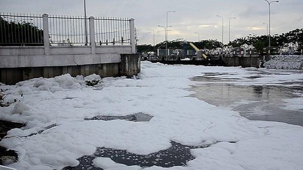 """Vì sao kênh Tàu Hủ như... """"dòng sông băng""""?"""