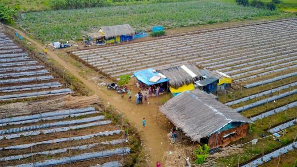 Cuộc sống không điện nước của xóm miền Tây ở Sài Gòn