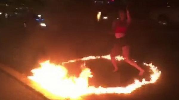 """Người quay clip """"cô gái ăn mặc sexy đổ xăng ra đường múa lửa"""" nói gì?"""