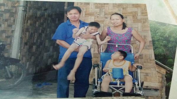 Người mẹ bất ngờ xuất hiện tại nhà ông bố nuôi 2 con bại não: 'Tôi không bỏ rơi con như chồng tôi nói'