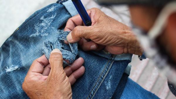 Người đàn ông Sài Gòn 30 năm làm nghề xé quần