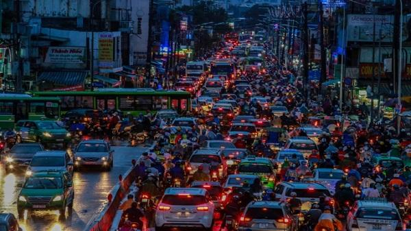 Giao thông trung tâm Sài Gòn rối loạn trong mưa lớn chiều 19/5