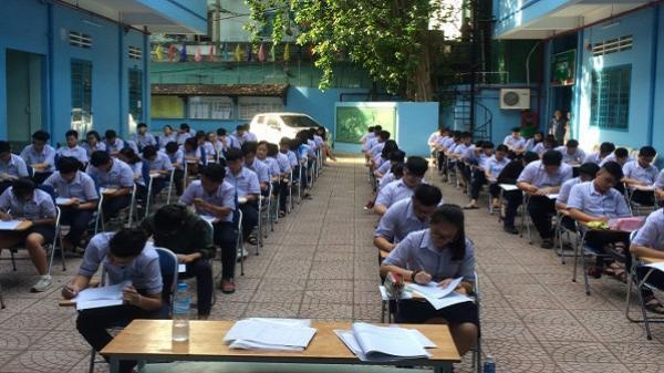 TPHCM: Học sinh thi tập trung giữa sân trường