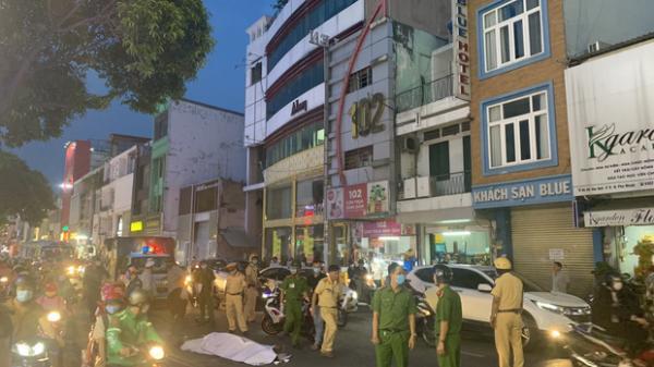 TP.HCM: Sau va chạm với xe khách, người đàn ông té ngã đập đầu xuống đường tử vong