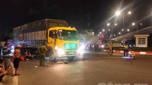 Xe tải tông văng xe máy khi quẹo phải ở ngã tư An Sương, 1 người tử vong