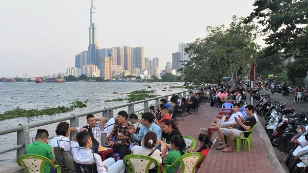 Điểm hẹn ngắm Sài Gòn về đêm, phố lên đèn là hàng quán ăn uống nhộn nhịp