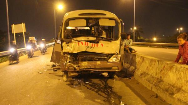 Xe khách do tài xế quê Trà Vinh điều khiển tai nạn, 2 người nhập viện