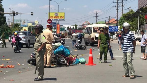 Xe khách chạy tuyến Trà Vinh - Bình Dương vượt đèn đỏ tông hàng loạt xe máy, ít nhất 6 người bị thương