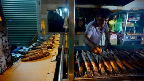 """""""Hái"""" hơn nửa tỷ đồng/ngày nhờ bán cá lóc nướng ngày vía Thần Tài"""