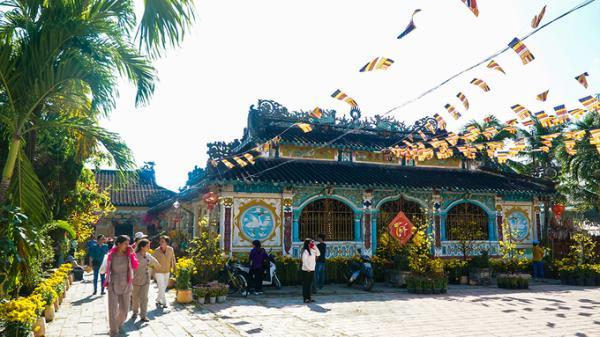 Bên trong ngôi chùa tồn tại xuyên 3 thế kỷ ở miền Tây
