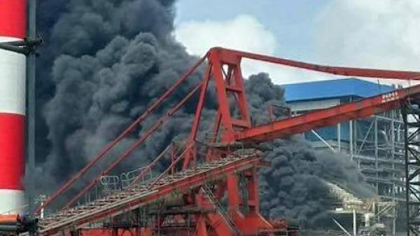 CLIP: Cháy lớn tại nhiệt điện Duyên Hải ở miền Tây, nhiều công nhân đu dây thoát thân
