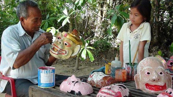 Đôi tay tài hoa của người đàn ông Khmer ở Trà Vinh