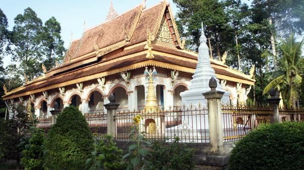 Thăm quan ngôi chùa Khmer cổ nhất Trà Vinh