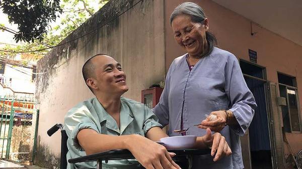 Xúc động người phụ nữ nghèo quê Trà Vinh nuôi bệnh người dưng miễn phí